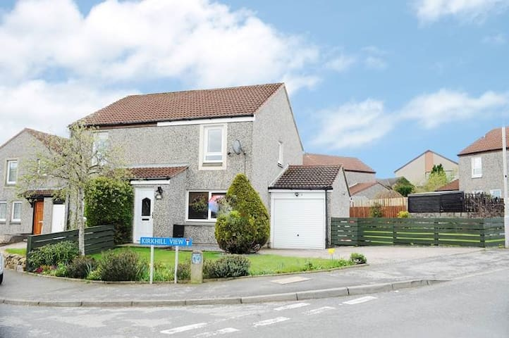 Two Bedroom Home near Airport, Dyce and Inverurie - Blackburn - Huis
