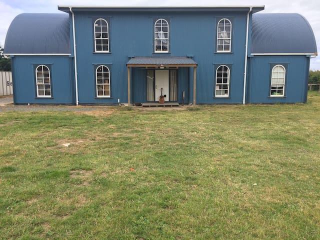 BIG Blue Barn - Te Aroha
