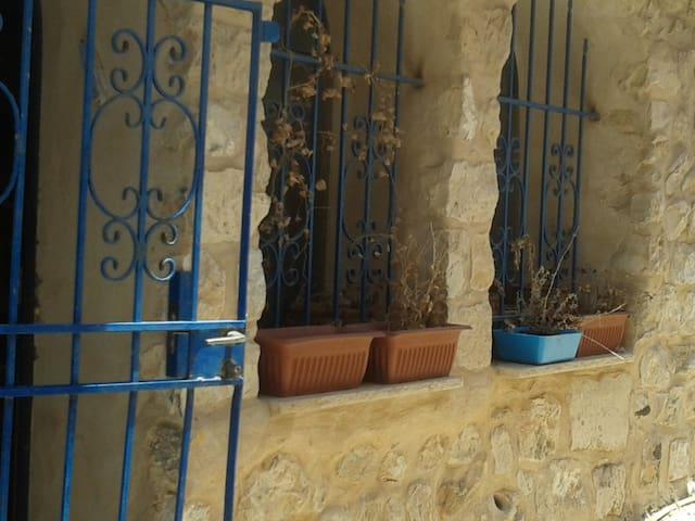Charming Grotto-like Artist Quarter 2 bedroom apt - Safed - Leilighet