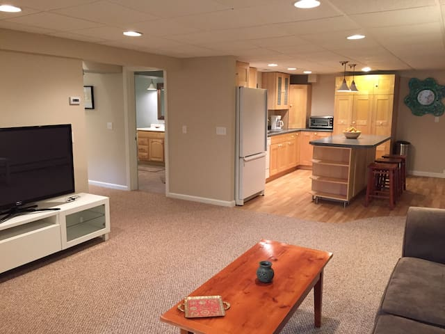 Cozy Garden Level Apartment - South Kingstown - Departamento