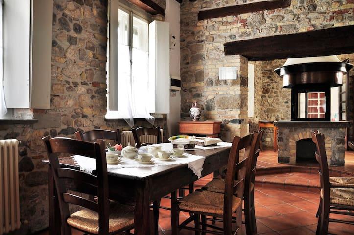 Accogliente casa storica in centro - Martignacco