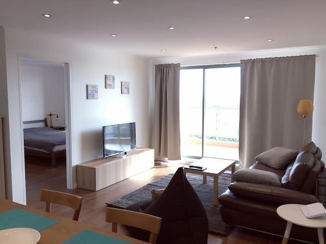 高层水景,三房两卫,全新装修,家电齐全,20分钟到悉尼市中心 - Hurstville  - Apartamento