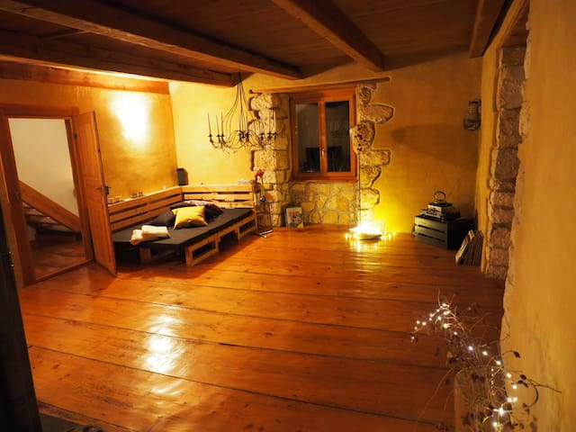 Haus mit Schwimmteich & Garten - Coeuve - Casa