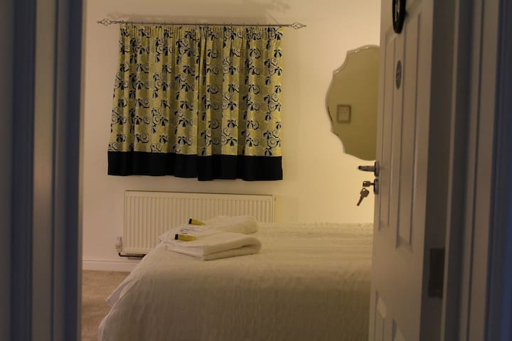 Double Ensuite (Room 19) @ The Lodge B&B - Cannock - Bed & Breakfast