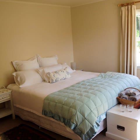 Plum Tree House B&B, Green Room sleeps up to 2 - Mapua - Bed & Breakfast