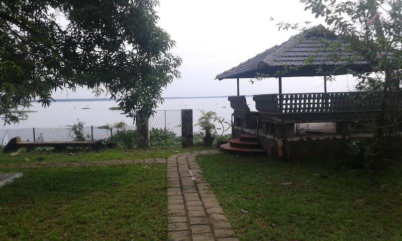 Sunny greenery lake view - Alappuzha - Huis