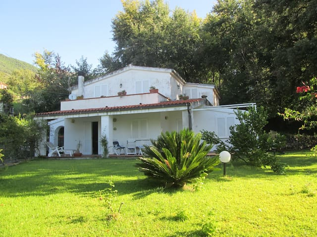 Villa con ruscello - Maratea - Huvila