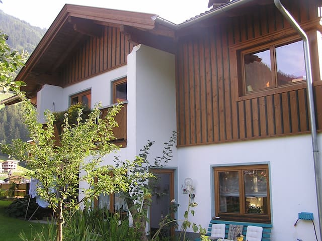 Dorfzentrum, Zimmer Barbara - Finkenberg - Bed & Breakfast
