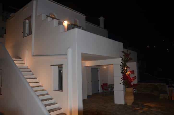 Modern new Villa,amazing Aegean view - Triantaros - Ev