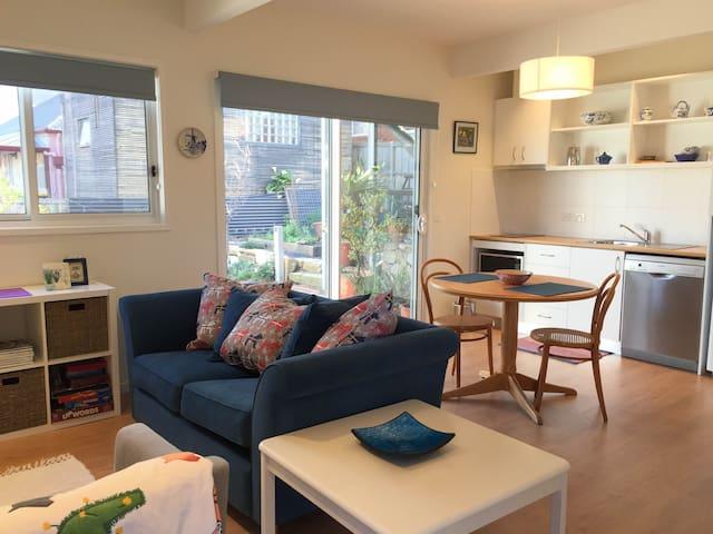 New 1BR Exec Apartment close to CBD - North Hobart - Daire