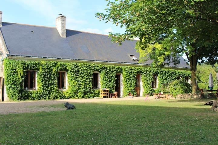 Gîte avec piscine, 6 à 12 personnes proche Saumur - Ambillou-Château