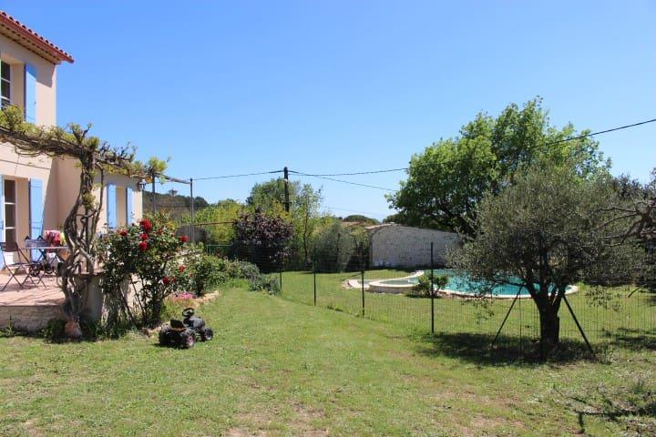 Villa calme et ensoleillée - Gaujac - Vila