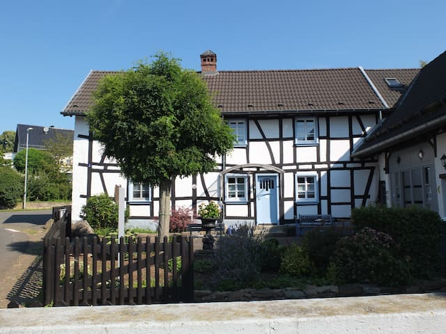Vaccation Home Hoeppches - Blankenheim - Casa