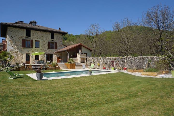 maison en pierre avec piscine vue sur le vercors. - Tullins - Casa