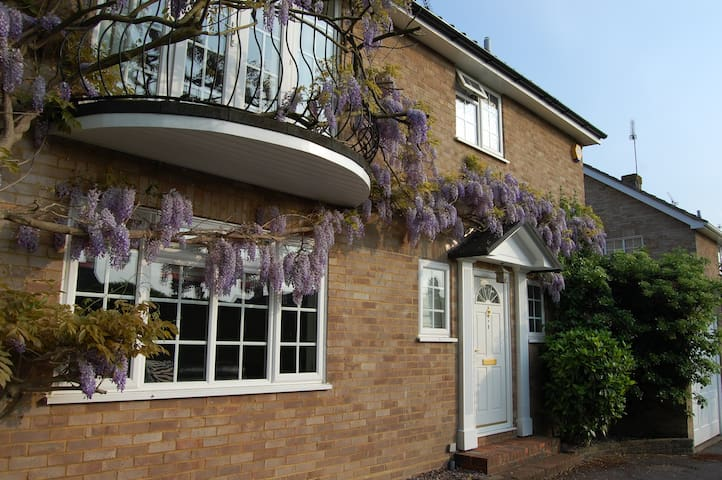 Friendly Family home in the Surrey Hills - Great Bookham - Hus