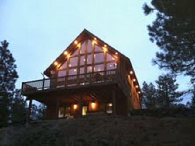 Rustic Country Lodge Getaway... - Cheney - Бунгало