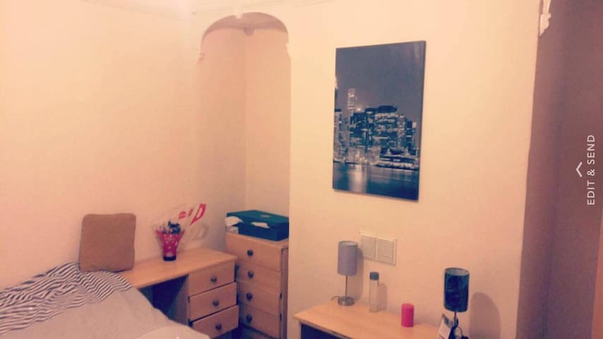Master Bedroom centraly located close to riverside - Newcastle upon Tyne - Dom