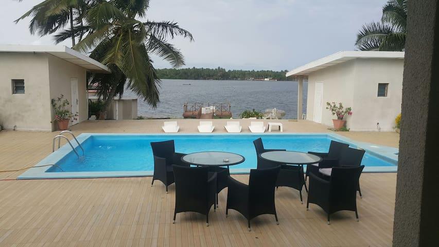 Villa sur 3000m2 au bord de l eau - Assinie - Ev