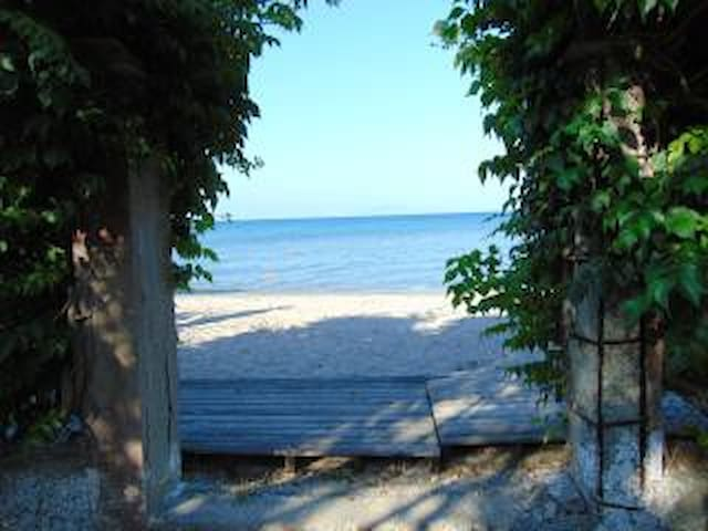 Sea View, BEACH FRONT  Apartment for 4 to 5 People - GR - Departamento