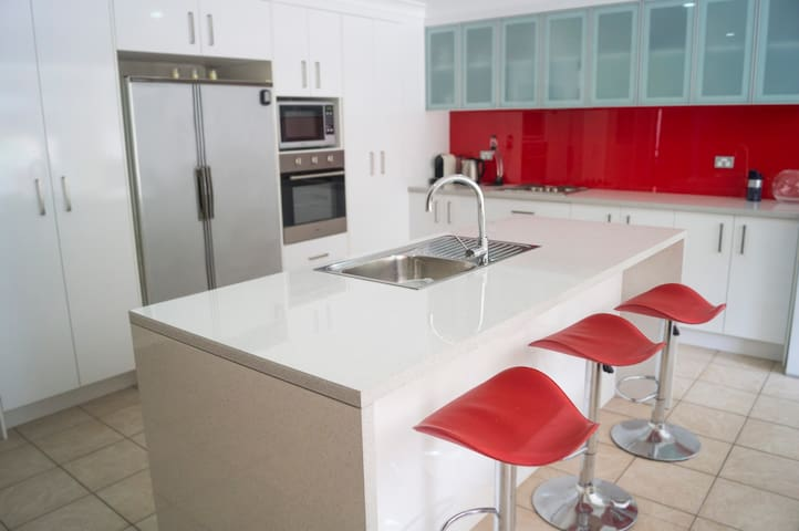 Spacious apartment, adjacent to UOW - Keiraville - Wohnung
