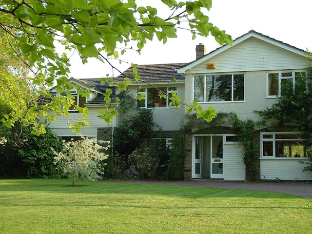 A comfortable and quiet Double B&B Room - Shillingford - Bed & Breakfast