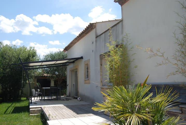 maison de village avec petite piscine - Villetelle - Hus