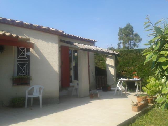 petite maison dans petit village - Valergues - Huis