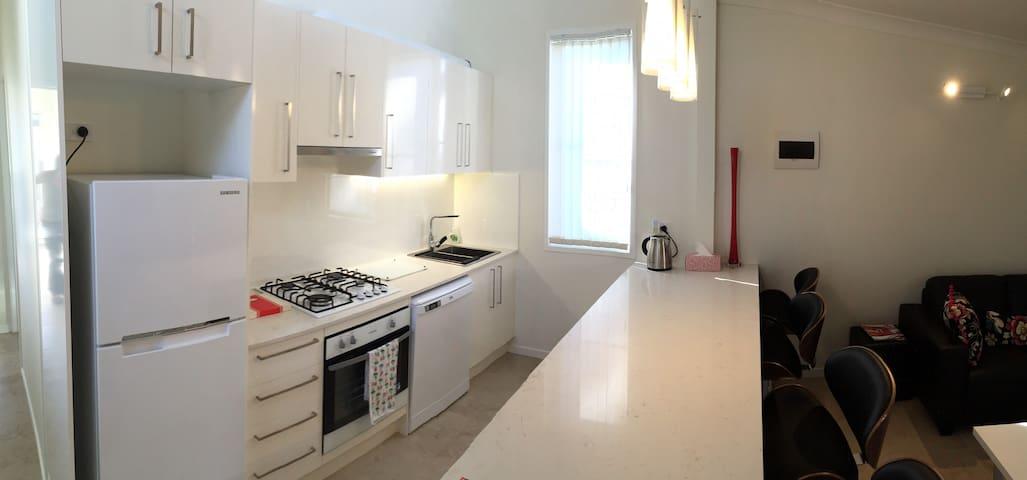 1 bedroom selfcontained villa 3kms Brisbane CBD - Woolloongabba - Villa