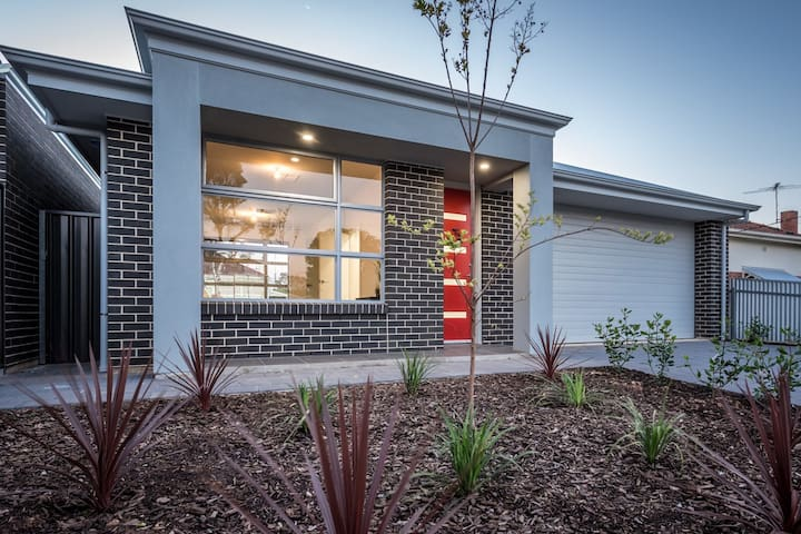 Secure, modern home in quiet street. - Enfield