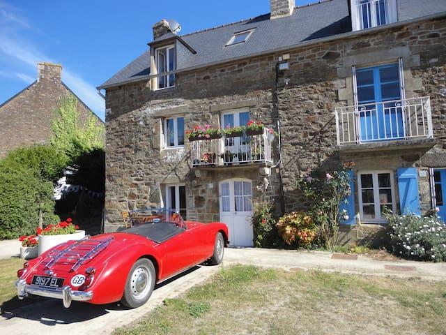 Stunning riverside cottage - La Vicomté-sur-Rance - Hus