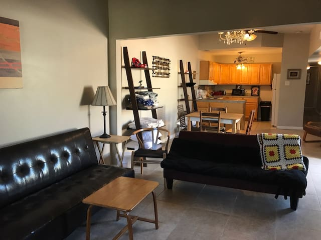 Clean, Spacious double 20 minutes to New Orleans - Kenner