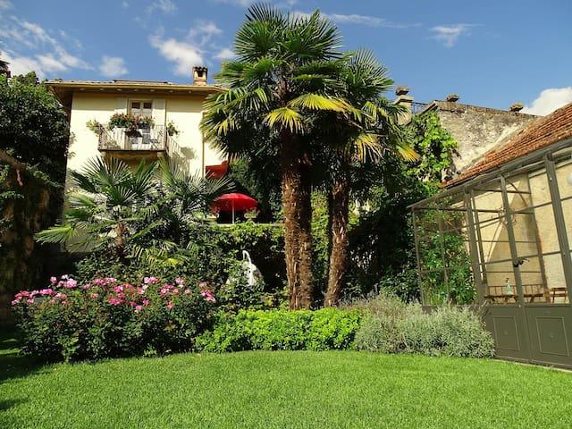 Lago Maggiore. Historic Villa with private garden - Dumenza - Vila