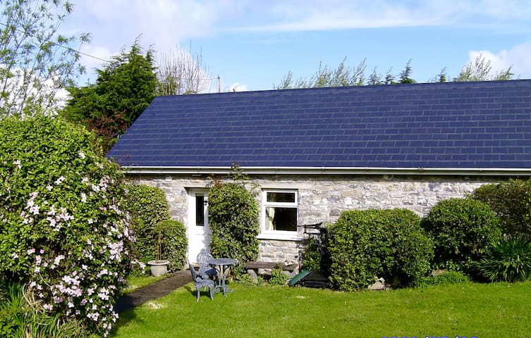 """A stone cottage we call """"The Bothy"""" - Galway - Huis"""