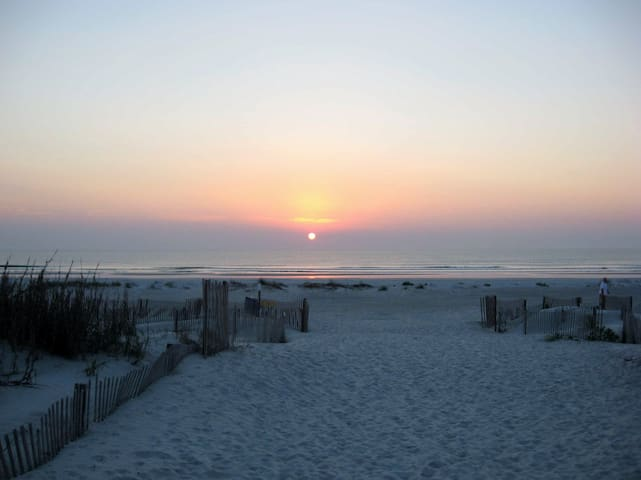 2 blocks to beach! Stay at the Rainbows End House - Saint Augustine - Huis