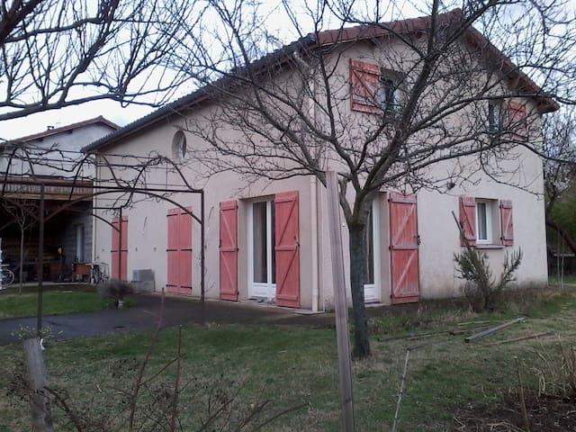 Près de LYON - Saint-Paul-en-Jarez - Huis