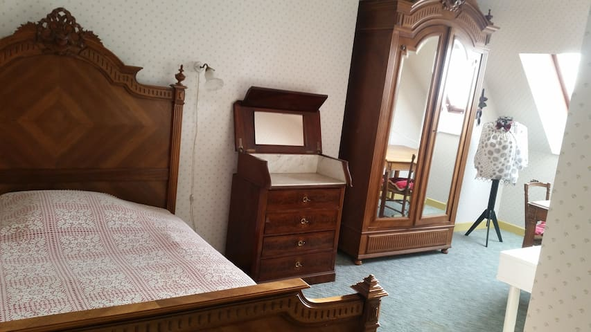 chambre tres spacieuse Eugenie - Josselin - Hus