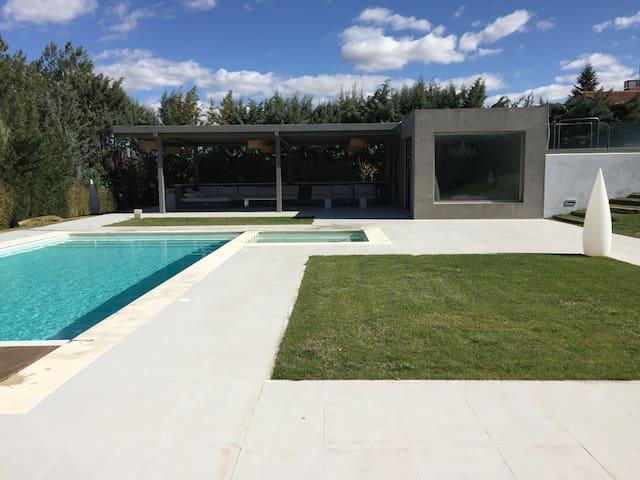 Casita de piscina ideal parejas - Ciudalcampo - Huis