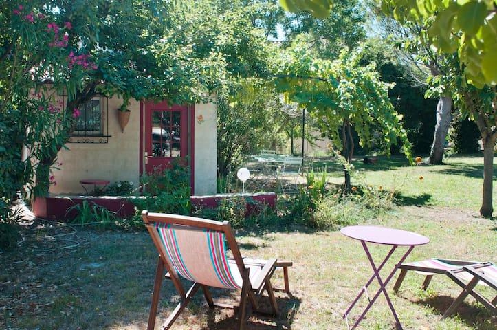 Maisonnette dans un jardin de Provence. - Rochefort-du-Gard - บ้าน