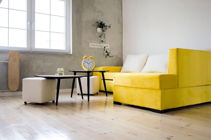 Yellow Sweet Cherry Studio - City Center - Prishtinë - Departamento