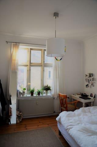Bright room in  hip Nørrebro - Копенгаген - Квартира