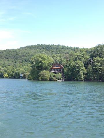 "Lake George  ""Point Of View"" - Ticonderoga - Hus"