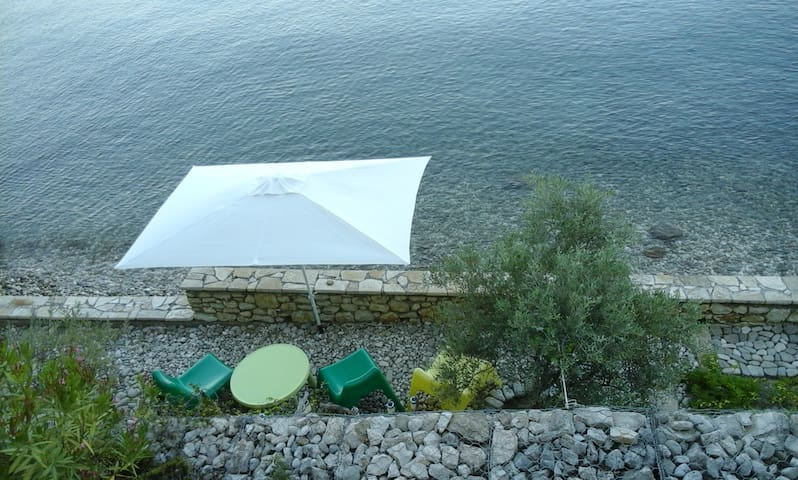 Linovrohia guest house in Ionian islands - Kalamos