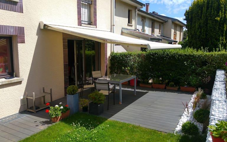 Chambre calme dans une maison individuelle Villers - Villers-lès-Nancy - Bed & Breakfast
