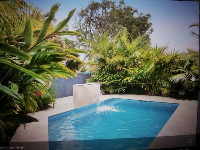 Inexpensive room for up to 3 people with pool!! - Ettalong Beach - Ev