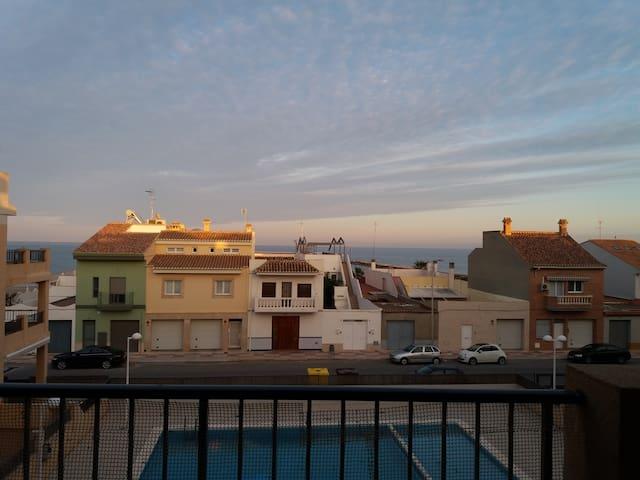 Apartamento luminoso frente al mar!! - Playa - Leilighet