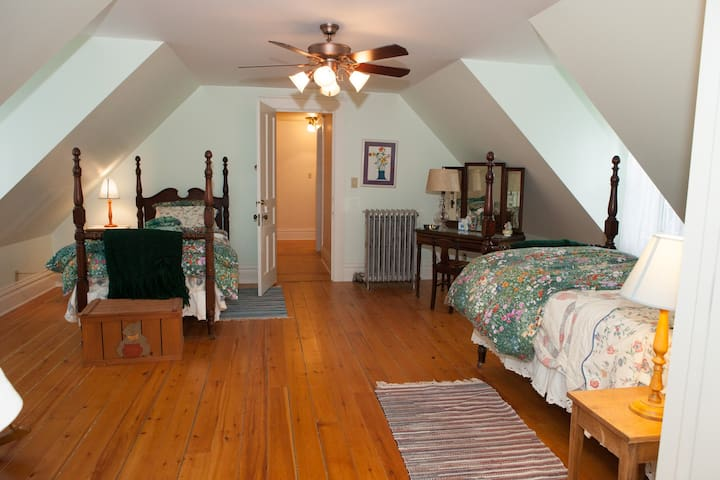 Bed, bath and breakfast in historic mining home - Rockland - Ev