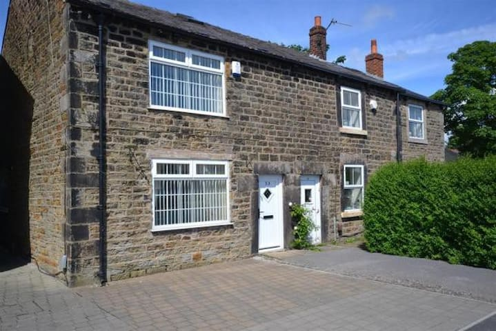 Double room in 17th Century Cottage - Euxton