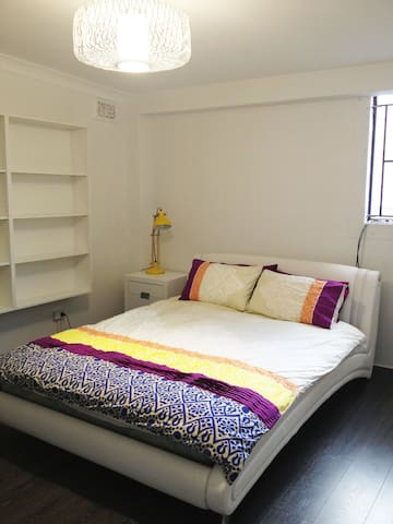 Large Room ideal city location, 5mins to beach - Wollongong - Leilighet