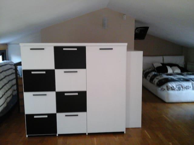 Alquilo habitación en buhardilla - Sabadell - Leilighet