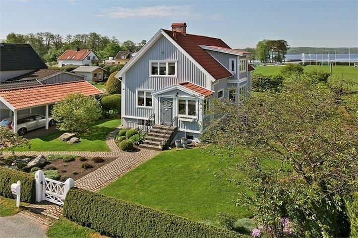 Sjönära hus med bra kommunikationer till Göteborg - Lerum - Casa